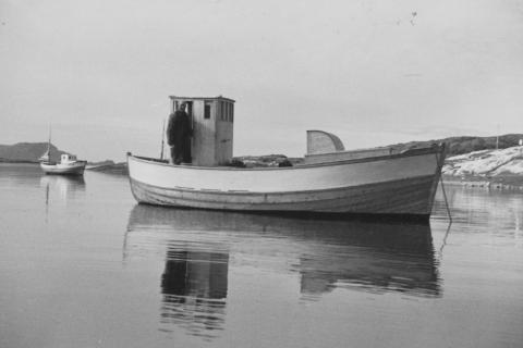 «Kjell-Kåre», nr. 79 VS, ble bygd i 1967 av Håkon Klausen. Båten var på 22 fot og hadde først en Sabb Diesel 5-9 hk motor, som ble byttet til en Sabb Diesel 30 hk sist på 1970-tallet. Båten ble solgt, den slet seg fra fortøyninga, drev av og havarerte i 1980.
