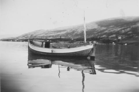 «Bjørnholm», nr. 40 VS, var bygd i 1938 og hadde en Karl Erik 5 hk motor og var 18 fot. Eier Håkon Klausen. I 1948 ble båten overtatt av Arnulf Nøstvik, som hadde den i 6 år før Håkon Klausen igjen overtok den.