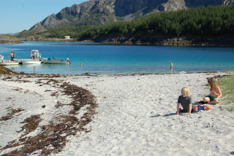 Flott strand å leke på.