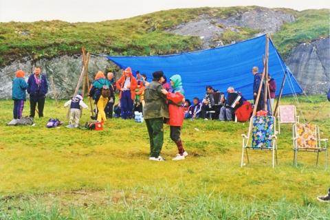 Arnt Kristensen og Jon Lærnes spilte til dans, i regnværet..