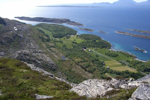 4. Utsikt fra fjellet ned i Hamn. Foto: Svein O. Pedersen