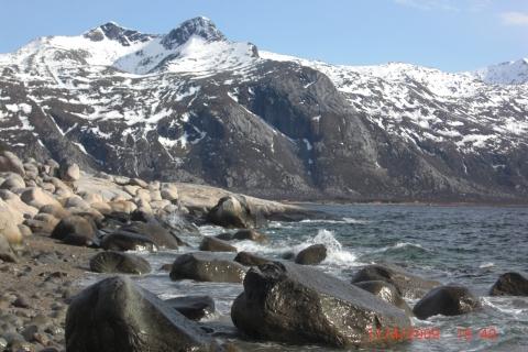7. Fra sydspissen på Hamnøya, Måla. Utsikt mot Høyholmstinden. Foto: Svein O. Pedersen